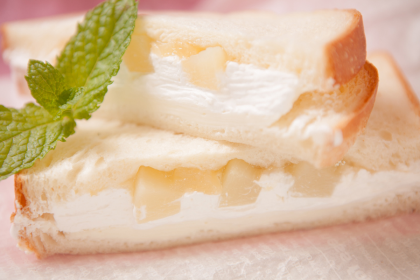 白桃とクリームチーズのフルーツサンド