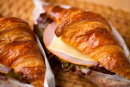 フランス産クロワッサンサンド(ハムとゴーダチーズ)
